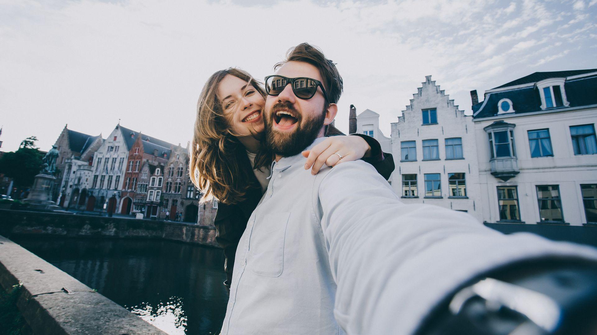 vriend en vriendin kopen hun droomhuis | Het Notarieel